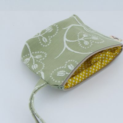 Green Cosmetic Purse / Zelena kozmetična torbica