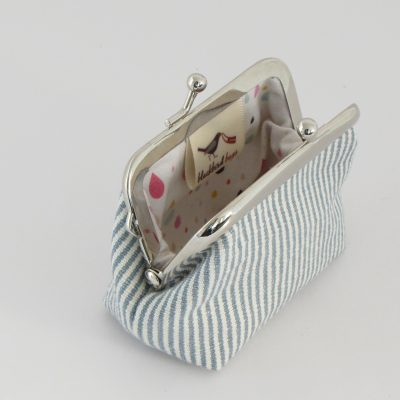 Drobižnica z drobnimi črtami / Coin purse with thin stripes