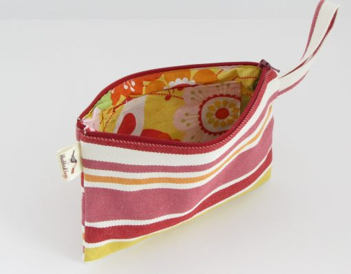 Kozmetična torbica s črtami / Makeup purse with stripes