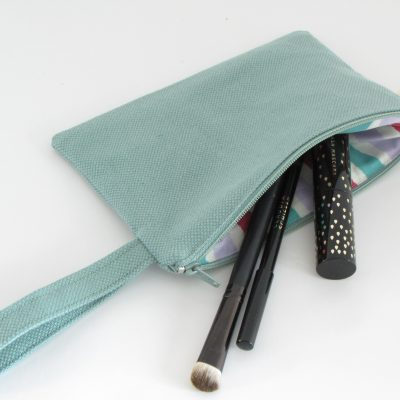 zelena kozmetična torbica / Green makeup purse