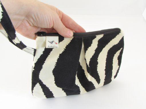 Črna kozmetična torbica / Black Makeup Purse