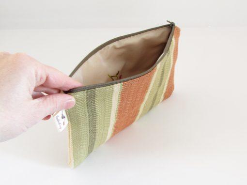 Zelena unikatna kozmetična torbica / Unique green makeup purse