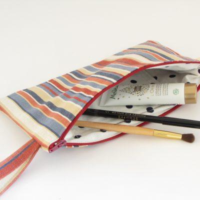 Unikatna črtasta kozmetična torbica / Unique Makeup Purse